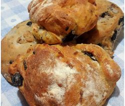Pucce salentine con olive -lacucinapugliesee--